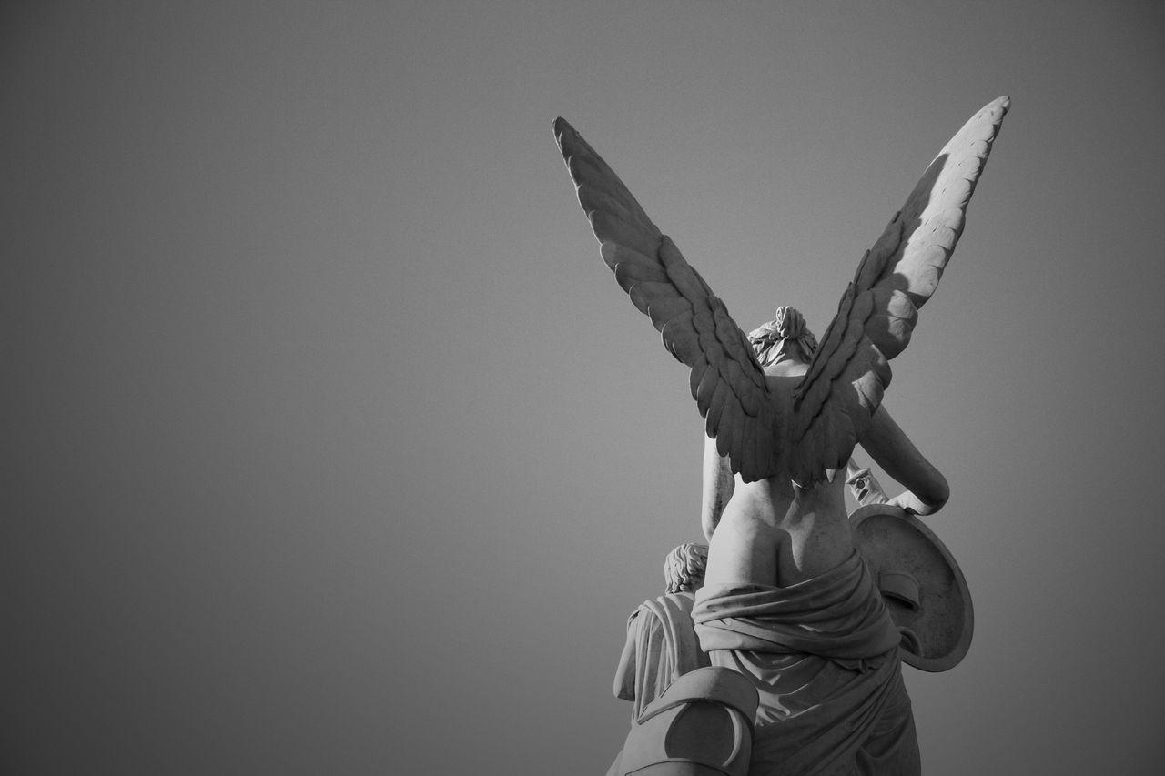 Angel's butt Blackandwhite Statue