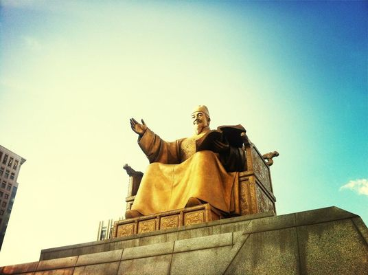 Hanging out at 광화문광장 (Gwanghwamun Square) by Jungeol Chun