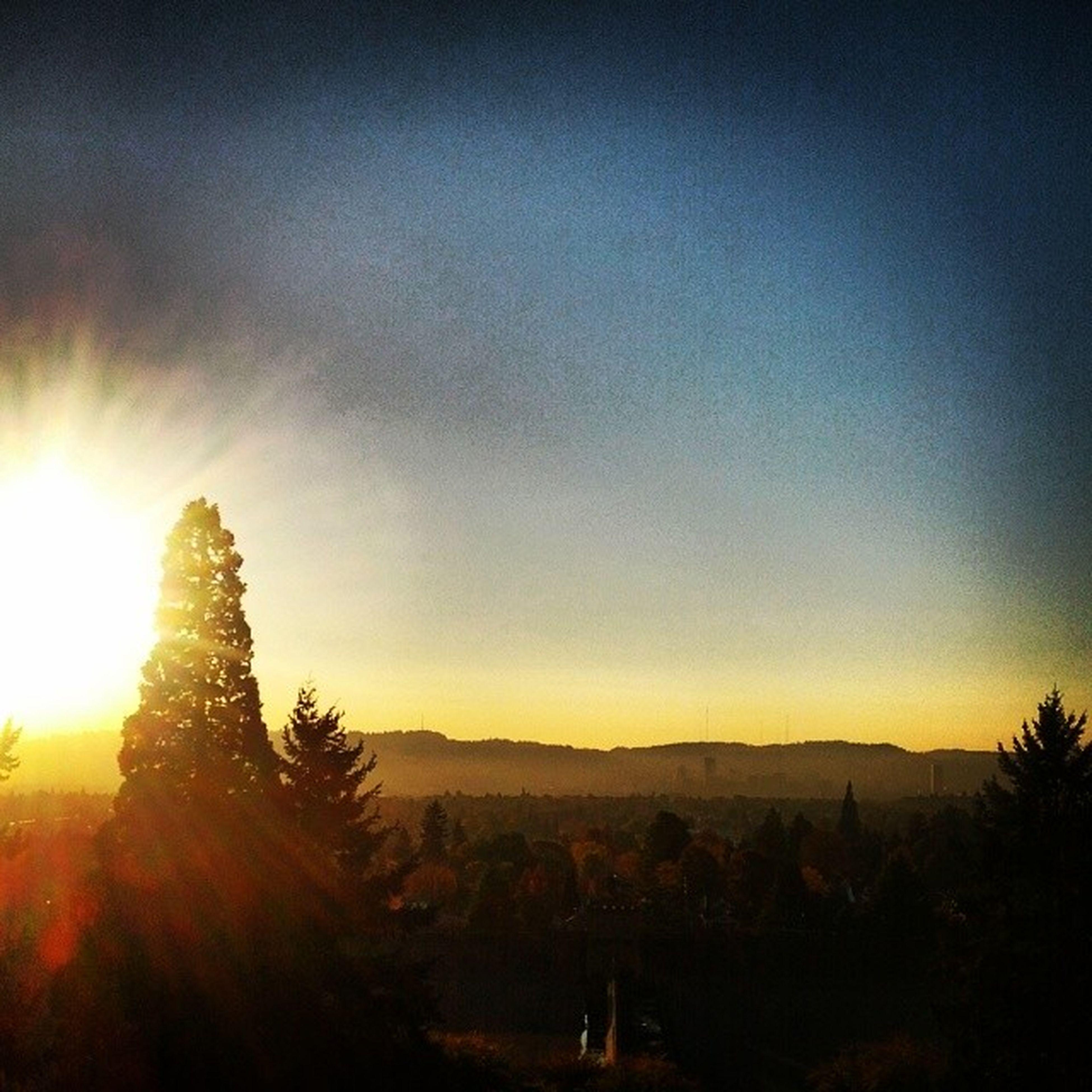 sunset, sun, tranquil scene, tranquility, scenics, silhouette, beauty in nature, landscape, tree, nature, sunbeam, sky, sunlight, idyllic, mountain, copy space, orange color, non-urban scene, lens flare, clear sky