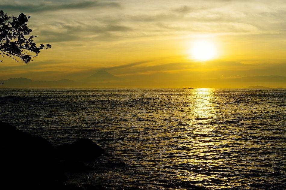 Sea And Sky Evening Sky Sunset Hello World Seaside Landscape Mt Fuji, Japan Mt Fuji Kanagawa,japan Hayama Japan Light And Shadow Beatyful Nature Enoshima Seascape Seaside Rock Taking Photos Getting Inspired The End Of The Day
