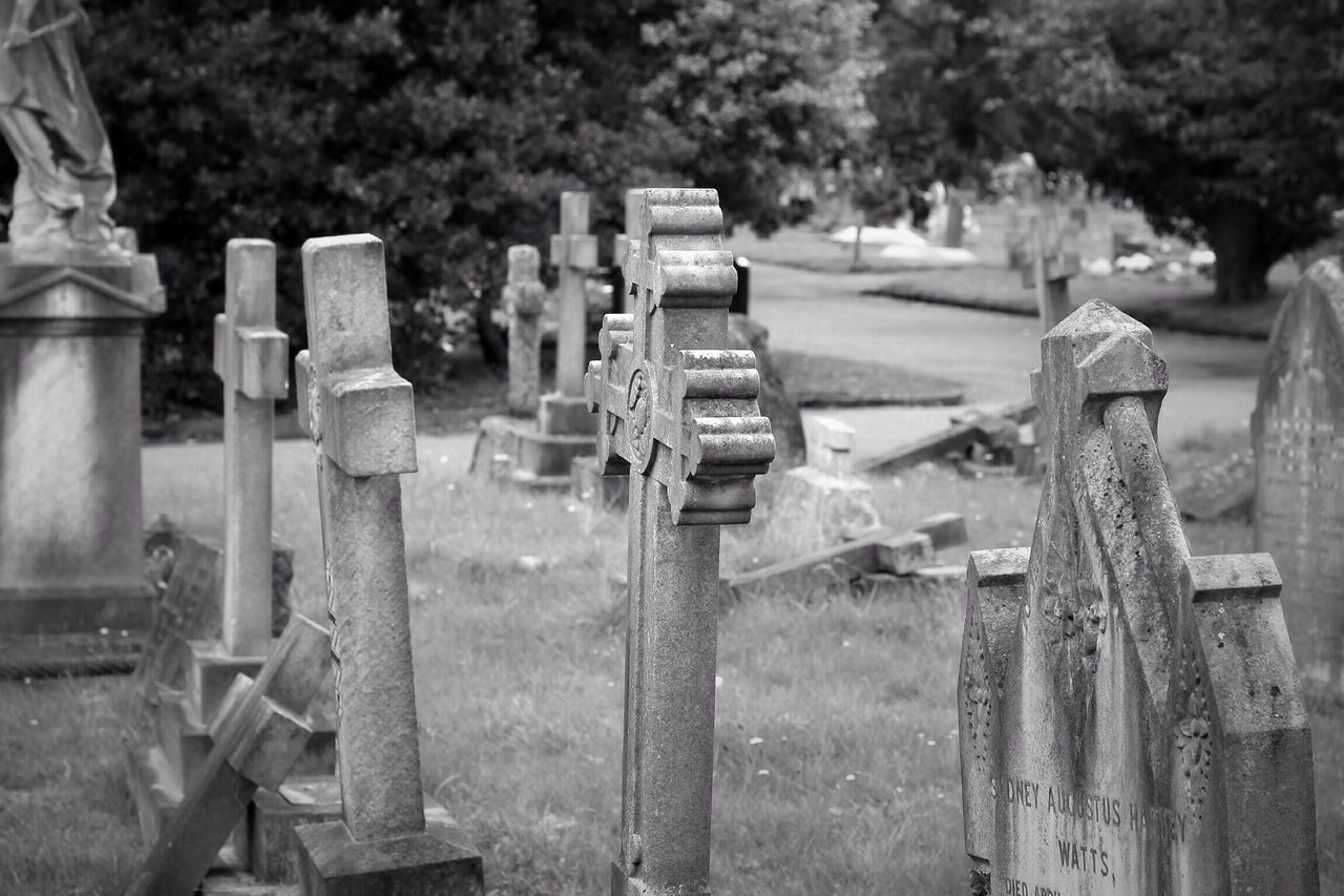 cemetery, tombstone, memorial, graveyard, no people, the past, gravestone, outdoors, grave, day, tree