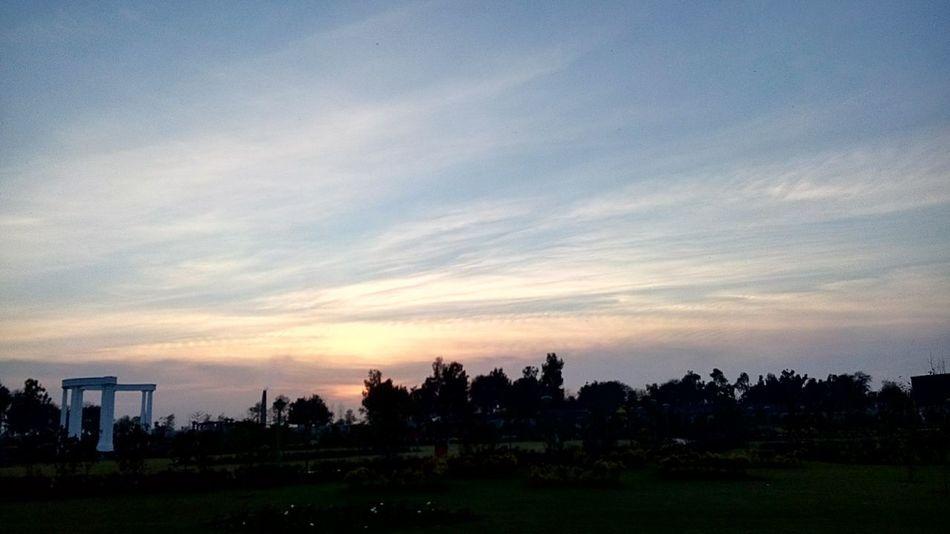 Sunset #sun #clouds #skylovers #sky #nature #beautifulinnature #naturalbeauty #photography #landscape Zee Collection Mobilephotography Taking Photos My Clicks  Beauty Of Pakistan Hello World