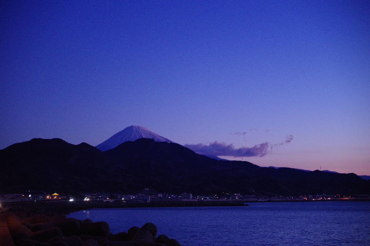 静岡の由比パーキング🅿🚗。上りも下りもオススメ。 Nightphotography Night Lights パーキングエリア Landscape Nature Cloud - Sky Blue Beautiful Japan Nice View Mt Fuji, Japan Mt. Fuji 由比パーキング