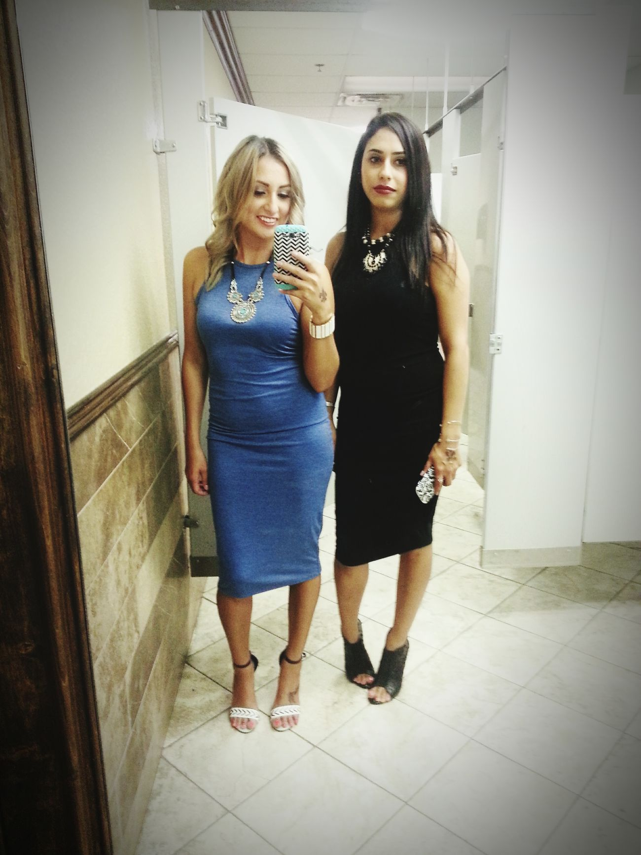 night out with the primos Drinking Bathroomselfie Hotties Latinas SaturdayNightOut Club Dancing Rumbiando