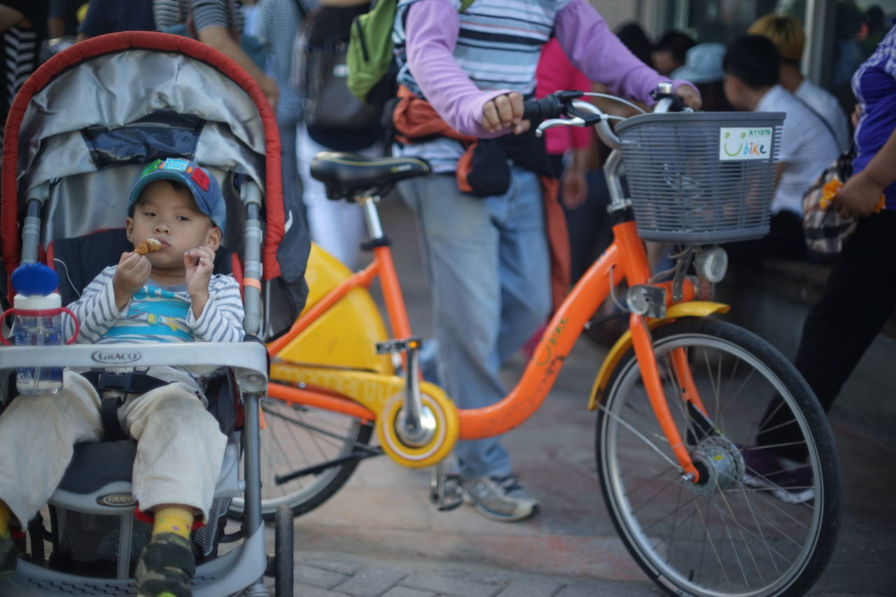 Bicycle Casual Clothing Children Photography Eating Enjoying Life Kids Being Kids Land Vehicle Mode Of Transport Pedal Real People Sitting Snap a Stranger Transportation Ubike Embrace Urban Life Enjoy The New Normal Always Be Cozy