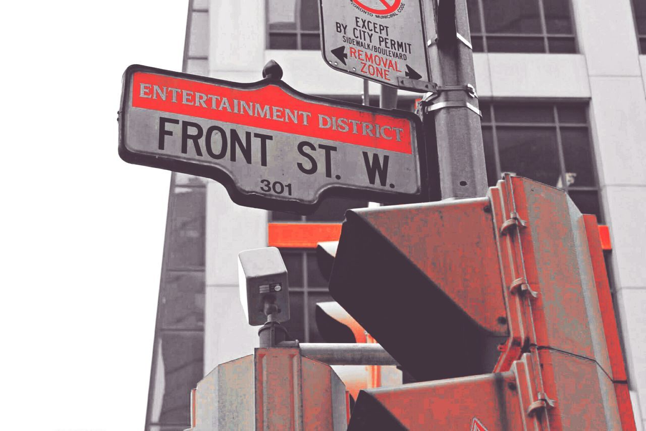 Streetphotography Front St. Outdoors 6ix Toronto
