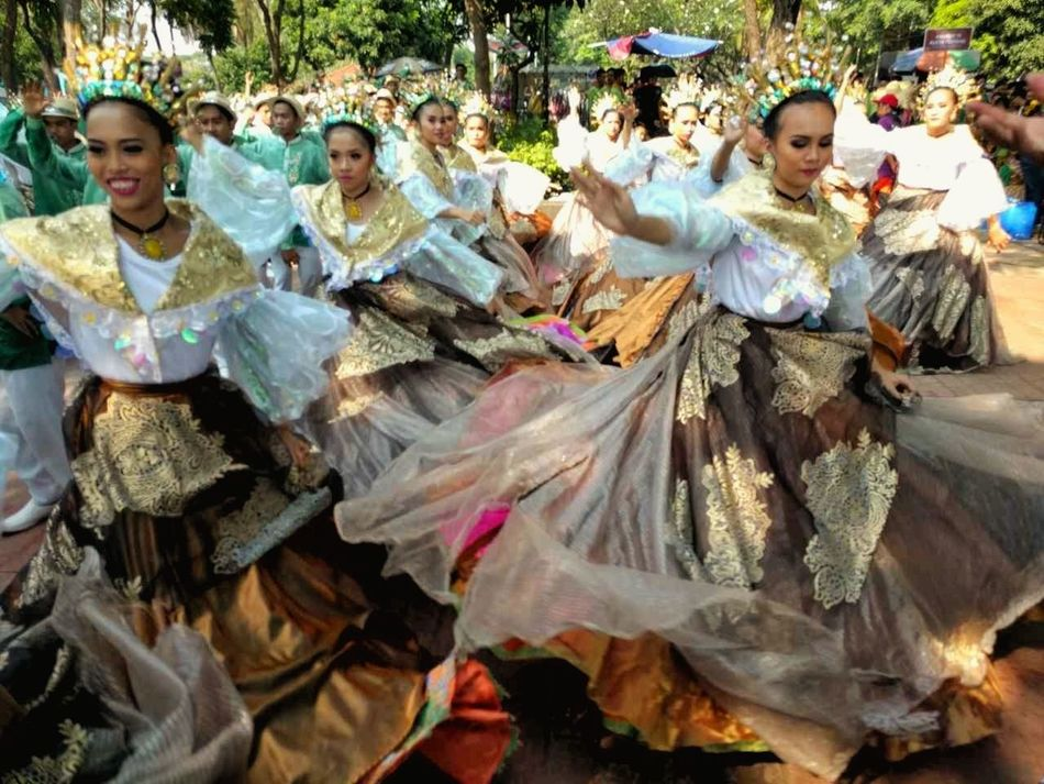 Smiling Young Women Happiness Large Group Of People Outdoors Celebrations Fiestas Patrias Togetherness Filipina Beauty The Photojournalist - 2017 EyeEm Awards