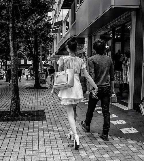Overhand Japan Japanese  Streetphotography Streetphoto_bw Street Fashion Blackandwhite Monochrome Couple Love FujiX100T