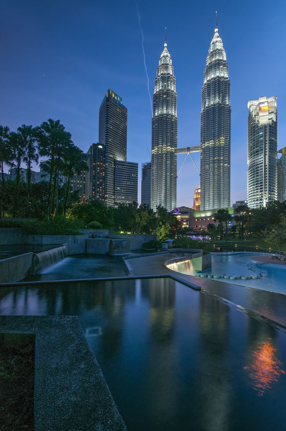 Architecture Asian  Blue Sky Buildings City Cityscape Klcc KLCC Tower KLCC Twin Towers Light Malaysia Night Night View Nightphotography Outdoors Park Travel Destinations Urban Skyline