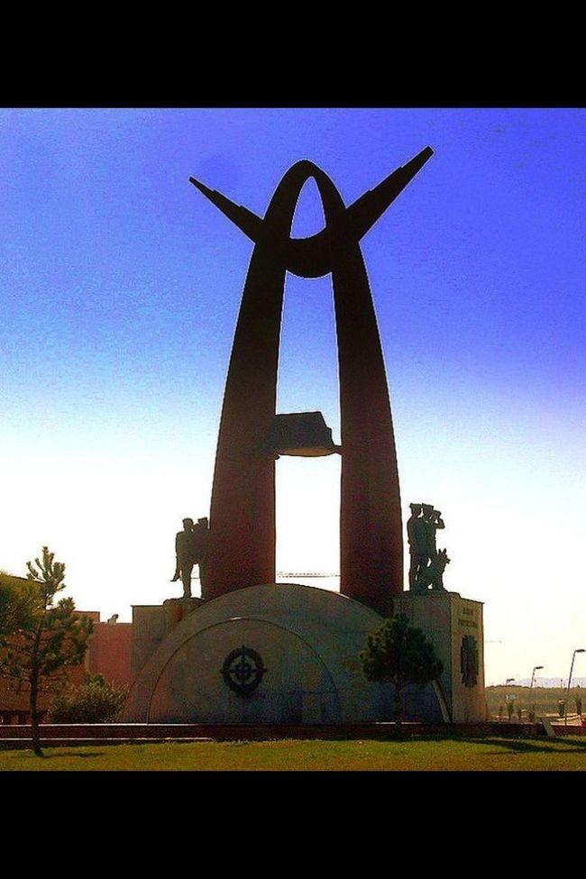 Escultura en honor a la guardia civil #Mérida #Extremadura