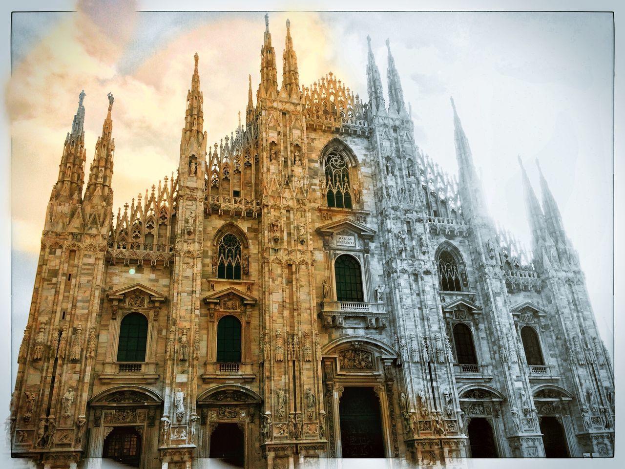 Duomo di Milano First Eyeem Photo Duomo Di Milano Duomo Milano Milan Italy Italia Blackandwhite Black And White Black & White Colors Colorful Taking Photos Photography Church Showcase: November