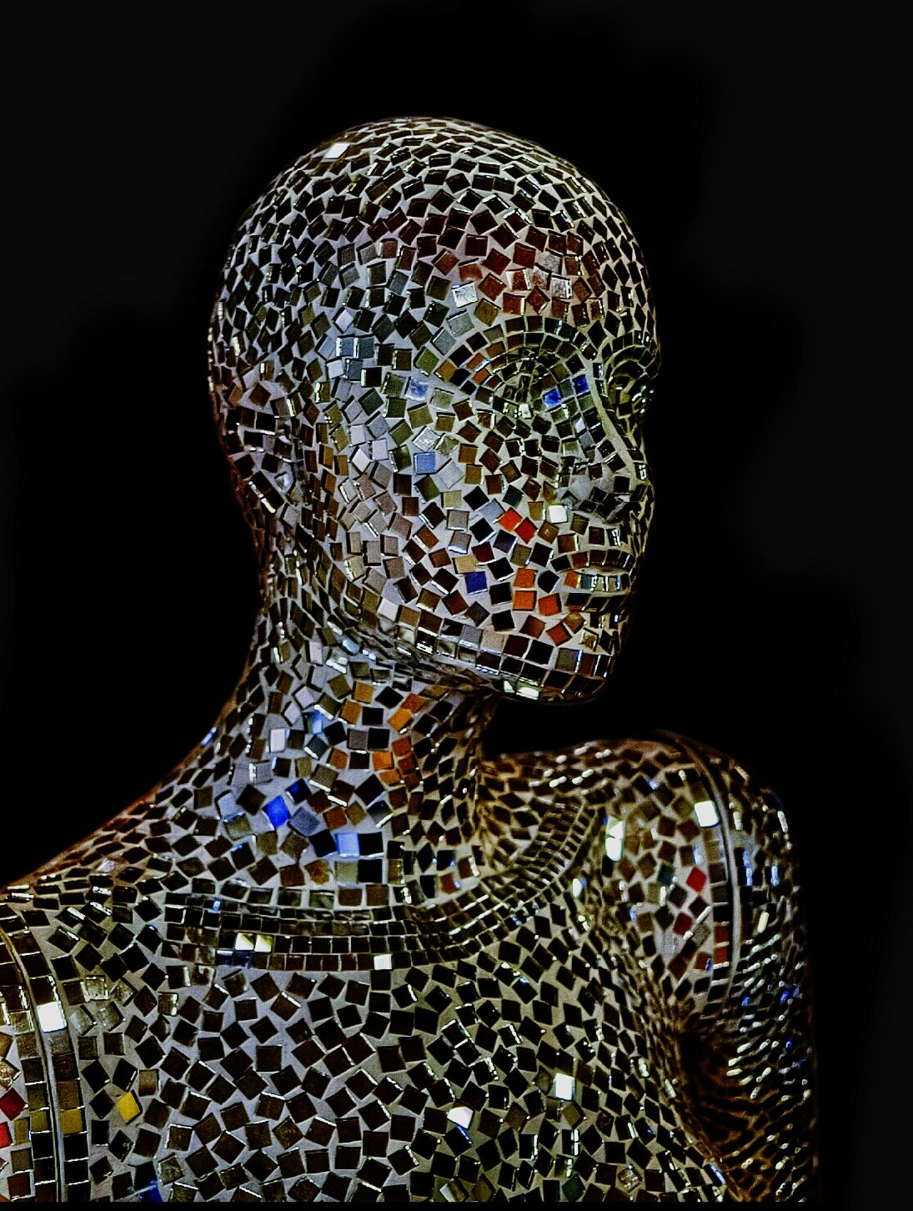 Head And Shoulders Bejewelled Mirrors Pivotal Ideas Colours HEAD Shoulders Dummy Heads Dummys Dummy Manakin Mosaic Tiles Mosaic MosaicsMosaic Art Mosaic Glass Structure Pattern Pieces Creativity The Innovator Human Meets Technology FuturisticRobotic Androgynous Androgyny