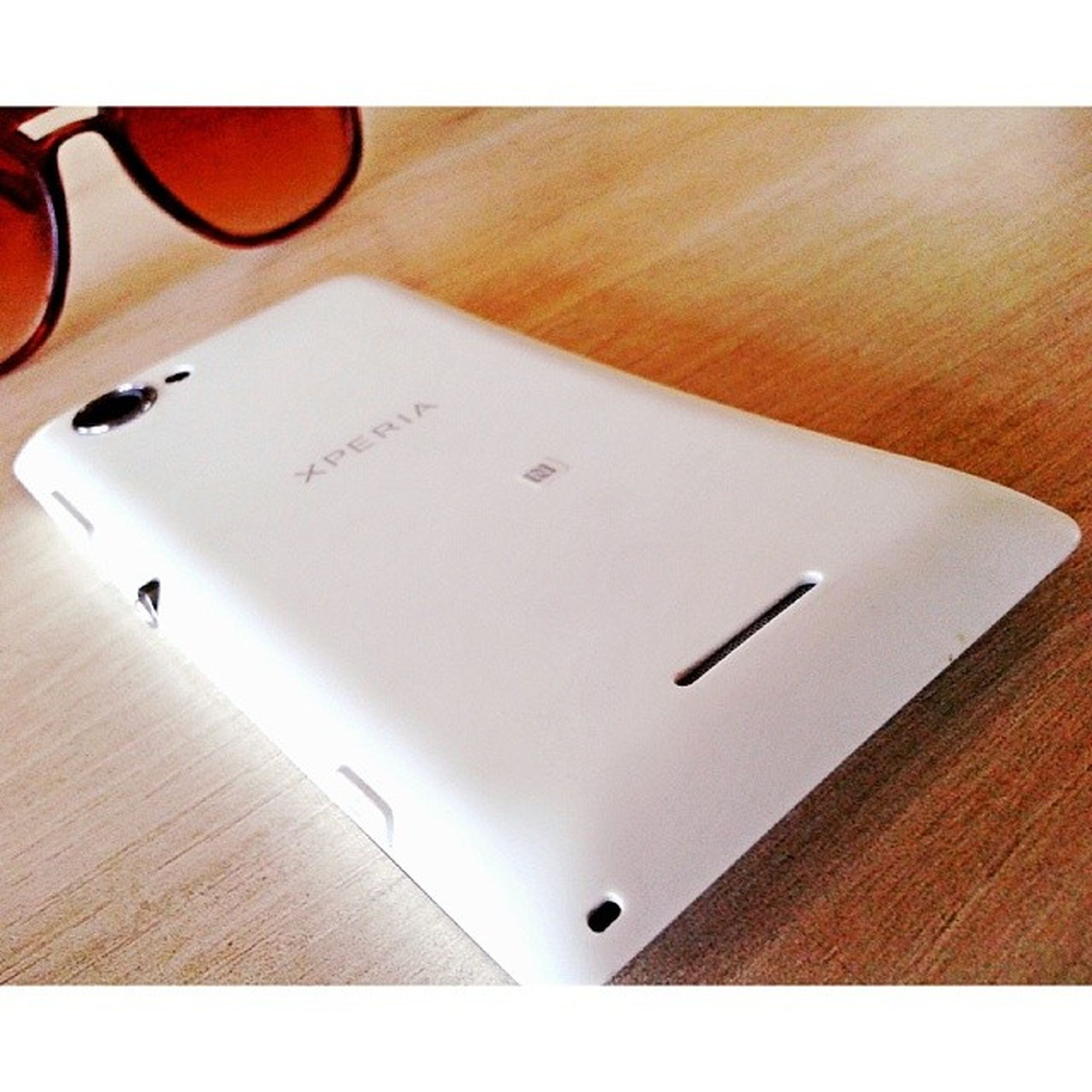 Owned By a frnd F mine! Okay! Admitted, It beats my GalaxyCore by Design nd Looks ! Core XperiaL Sony College Library White Killer