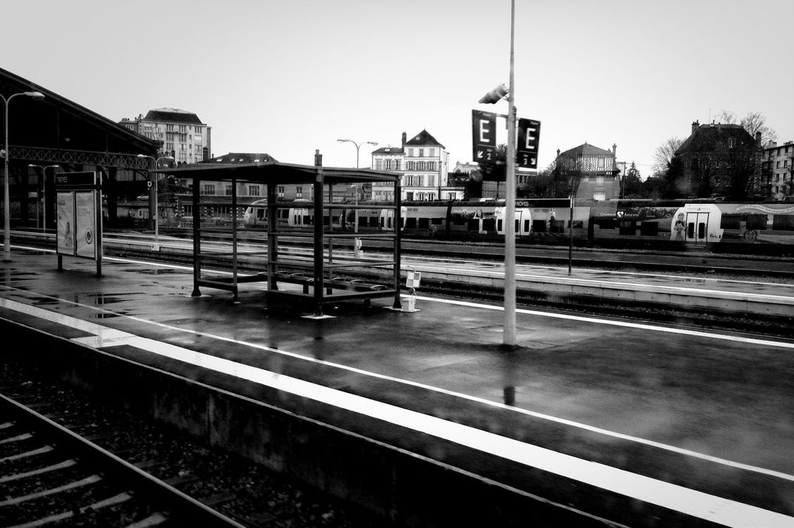 train stop at Gare SNCF de Troyes by Rudy
