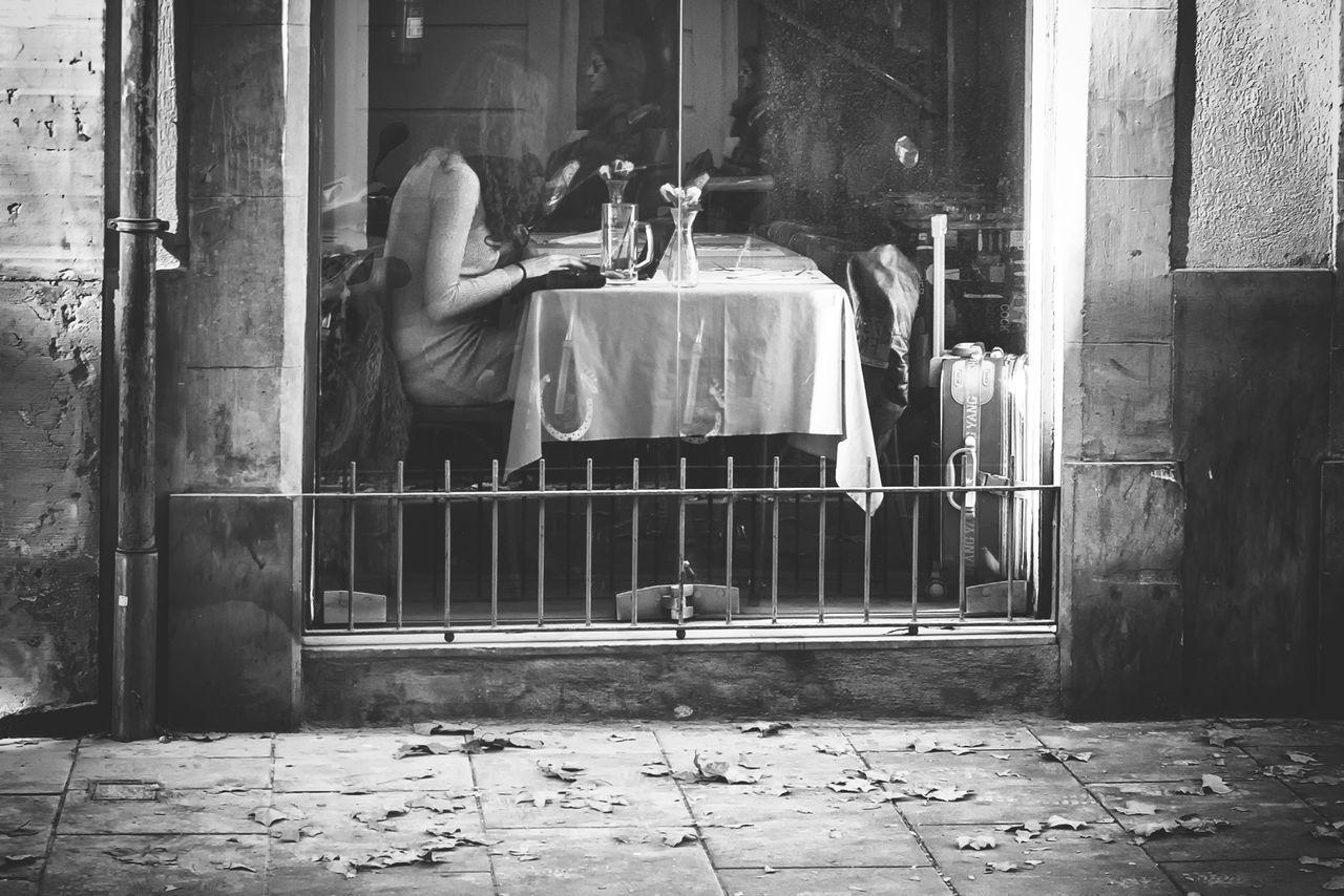 Otoño 🍁 Streetphotography Streetphoto_bw Streetphotography_bw Streetphotographer EyeEm Gallery Barcelona Streets B&w Street Photography Black And White Collection  EyeEm Best Shots - Black + White Barcelona♡ Bnw_planet