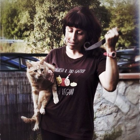Would you eat your cat? Go Vegan! #chiaralascura #veganshare #veganfashion #vegansofig Vegansofig Chiaralascura Veganshare Veganfashion