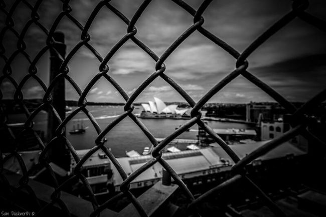 Opéra #OperaHouse Sydney, Australia HaFence SearChainlink FenceeSkyaSecuritynFull FrameyFocus On ForegroundeWatersTravel DestinationsrTranquil SceneaNaturetScenics OutdoorstDay TranquilitydCloud - SkyaNo PeoplecOcean-First Eyeem Photoean first eyeem photo