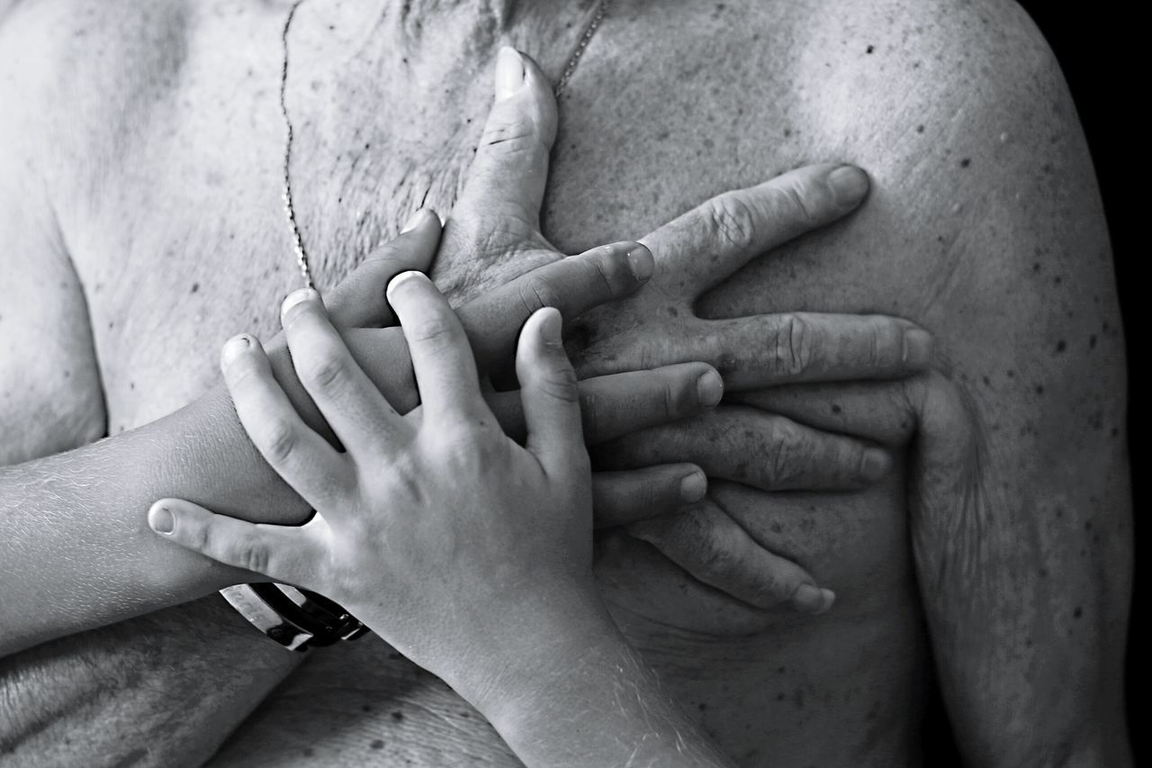 Fuerza con corazón. Person Love Two People Human Finger Togetherness Human Body Part Couple - Relationship Ring Lifestyles Men Touching Unity Oldman Hand Special Moments Black&white Blanco&negro See The World Through My Eyes Moment Of Silence Purist No Edit No Filter Simple Beauty From My Point Of View Mature Adult Black And White Grandfather Love