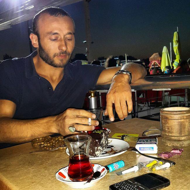 Siyahın bir gökkuşağına ihtiyacı yok gece tamamen O nunken. !.. Istanbul #turkiye çay Sohbet Tasavvuf Derviş Reading Hugging A Tree Sky On A Date Geçer