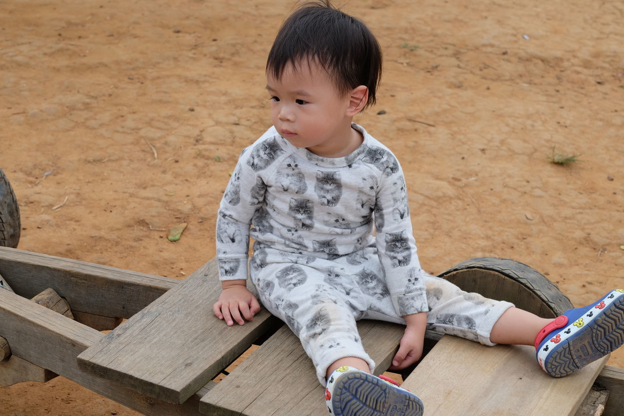 Boys Casual Clothing Childhood Day Elementary Age Full Length Leisure Activity Lifestyles One Person Outdoors People Real People Sitting