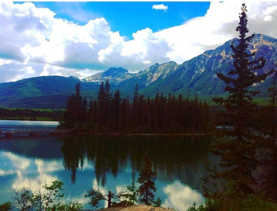 Pyramid island 🇨🇦 Jasper National Park Canada Pyramid Lake Stunning First Eyeem Photo Atmospheric Mood Atmosphere Rocky Mountains Depth Tranquility