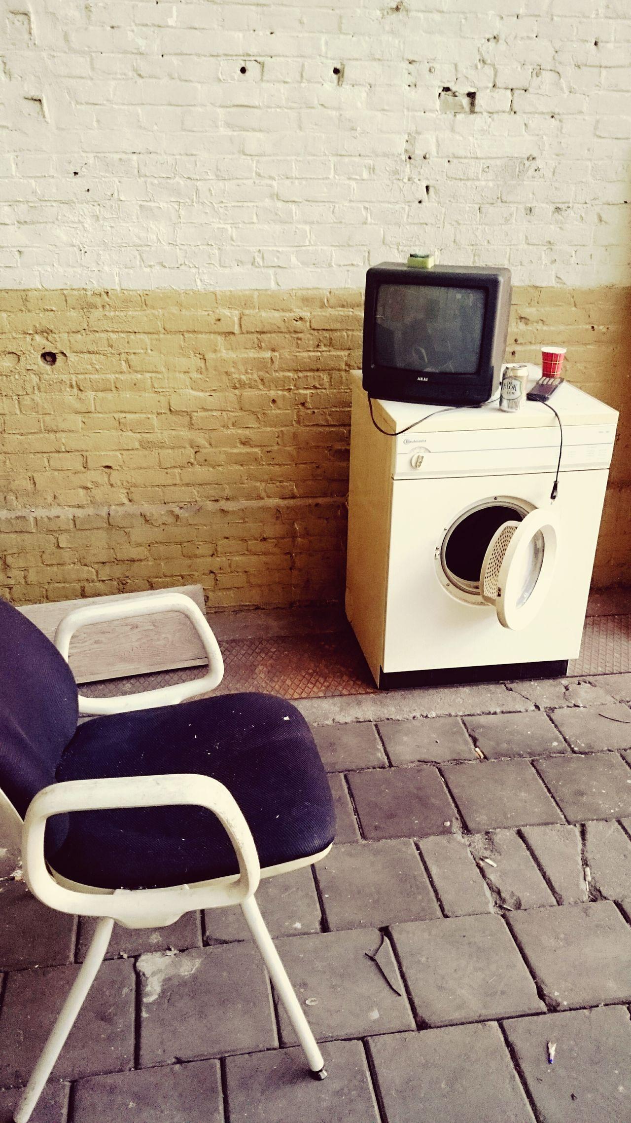 Washmacine Chair T.V. Television Brick Wall Abandoned Places Check This Out Abandoned Buildings Abandoned_junkies Technology Everywhere Technology Taking Photos Apparatus How Do We Build The World? Howimetyourmother Industrial Abandoned Abandonedplaces Abandoned Building Abandonedplace Abandonedbuilding Akai Beer Telling Stories Differently The Color Of Technology