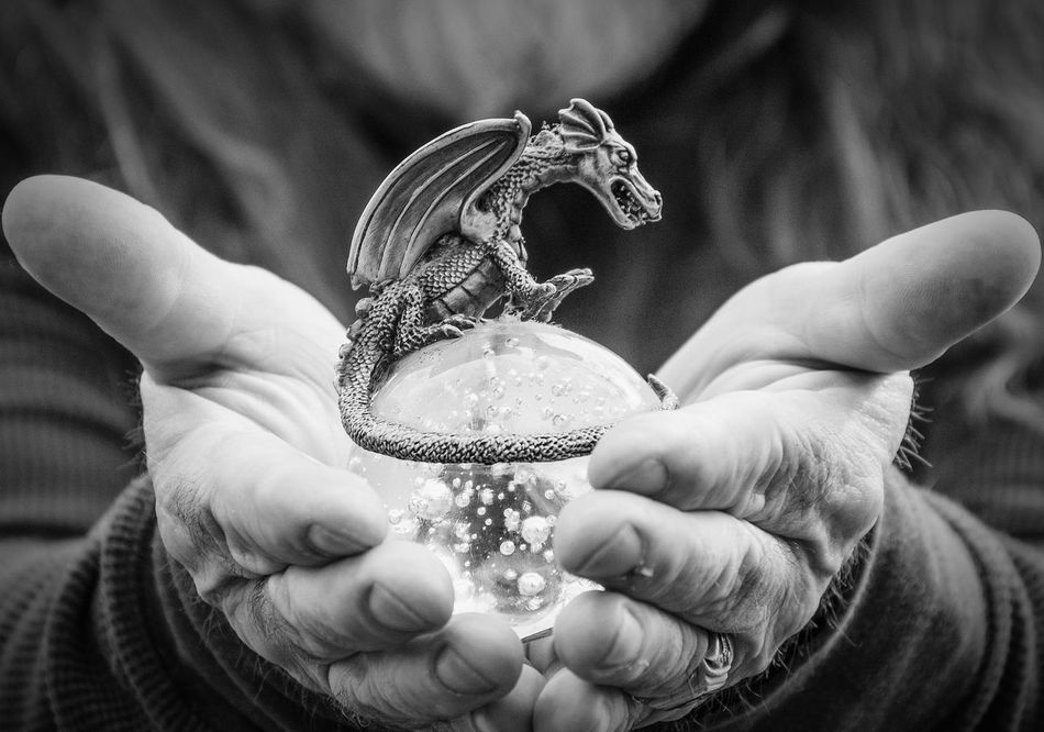 A dragon in the hand... Dragon Egg Glass Egg Dragon Egg Metal Glass Metal Art Collectibles Black And White Photography Precious Things Gothic Art Glass Objects  Showcase: February Dragonball Dragons Gothic Rebel Rebel Things He Loves Photos That Make Me Proud Q Qua