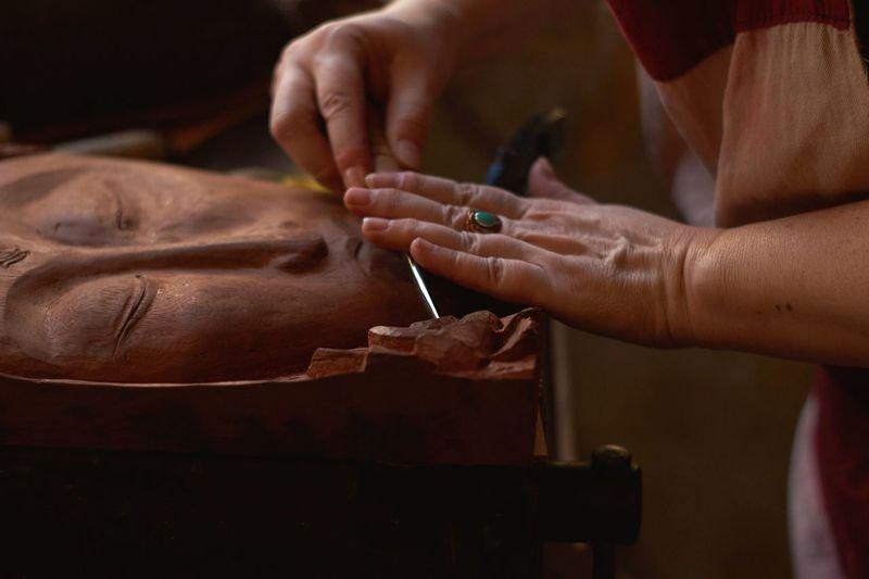 Sony A58 Feriodromo De Primavera Arts And Crafts Artist Working Woodwork  Close-up Details Hands
