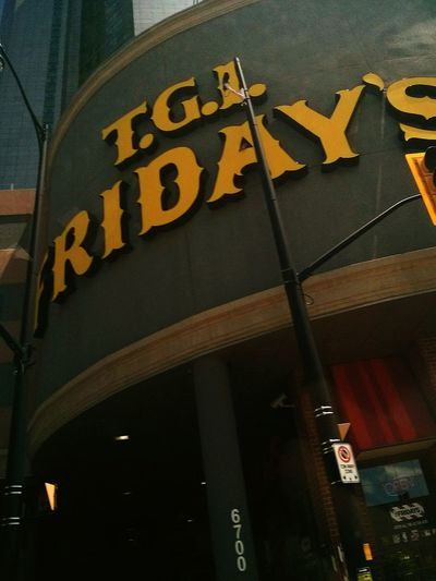 T.G.I.Friday's Close To The Niagara River Walking Around Photography Canada