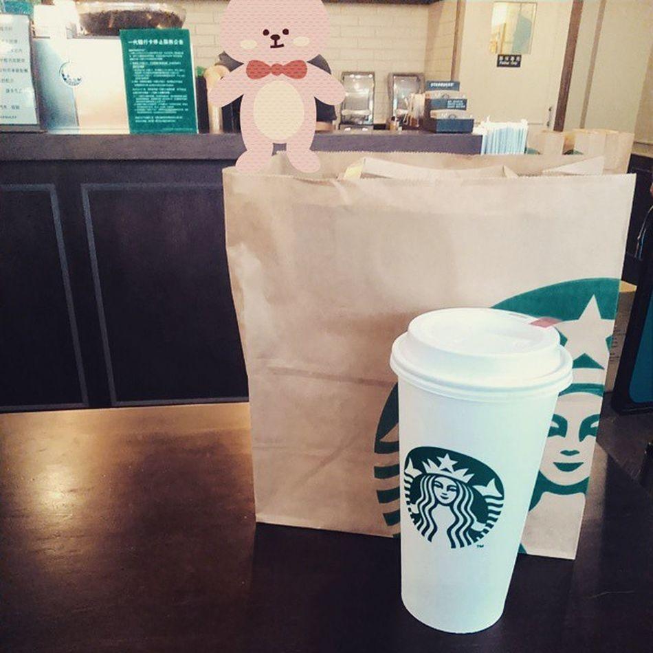 放課後🎒 コーヒー Coffee School😑 starbucks🍵 原來從學校到店裡步行距離那麼遠! 曾經想過怎樣讓你的笑容多一點點… 但某些時候我也因為消失了而停止思考。(・_・)