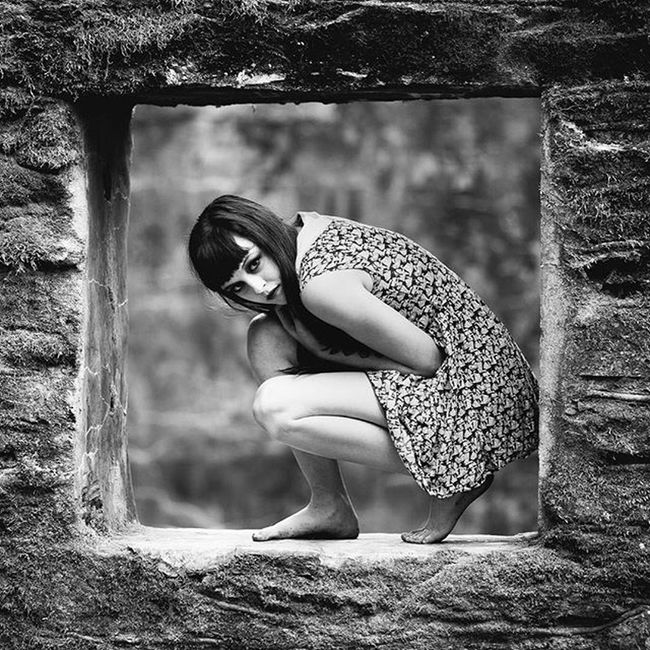 @lexibean333 Bw Blackandwhite Monochrome Dead Winter Girl Texture Window Float Canon 135 F2 Frame Photography Dark Creepy