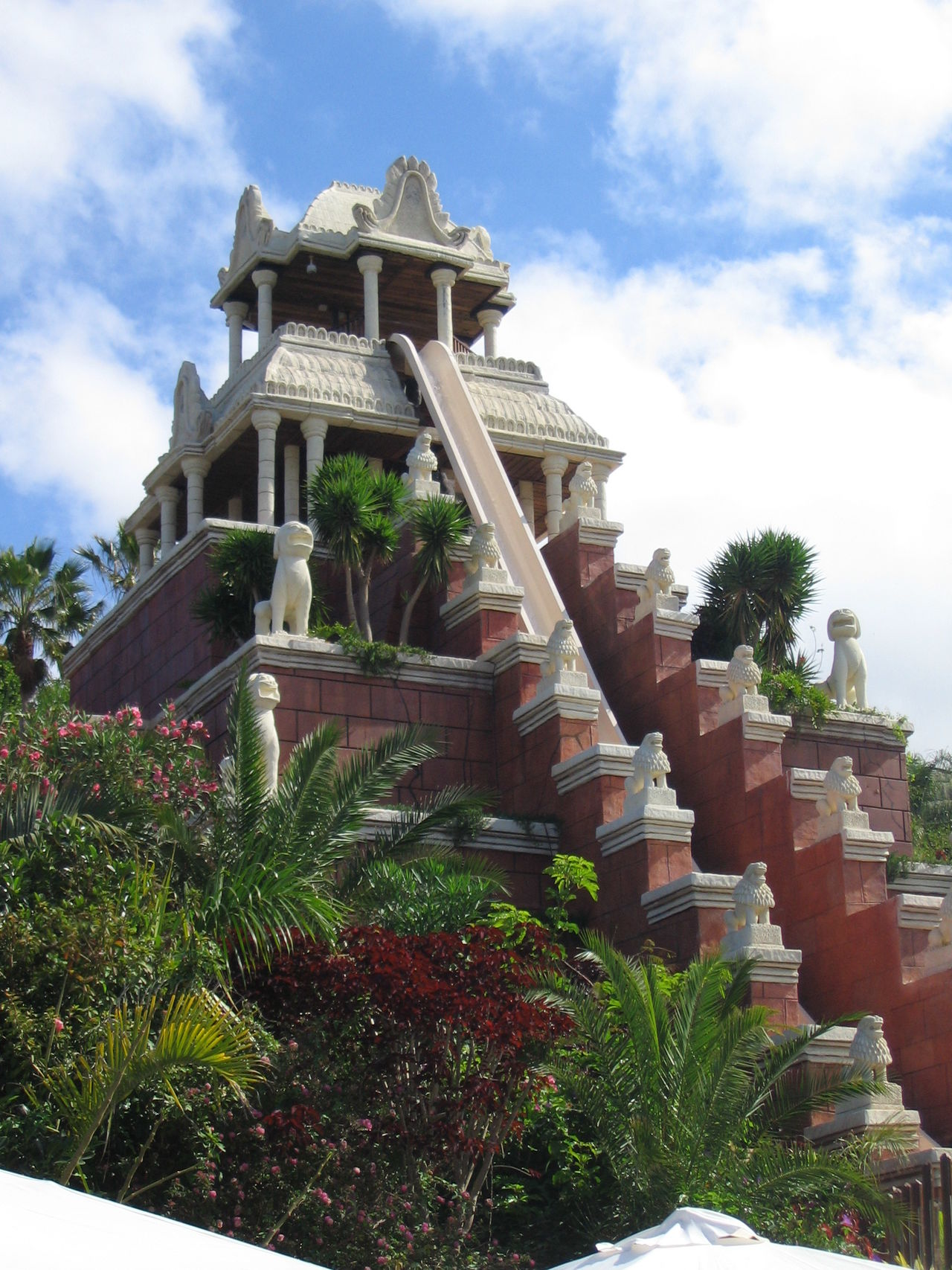 Travel Destinations Travel Vacation Time Sunny Days Sunny Day Tourist Attraction  Tenerife España Where To Go Building Exterior Aquapark Siampark Water Slides Lions Sky