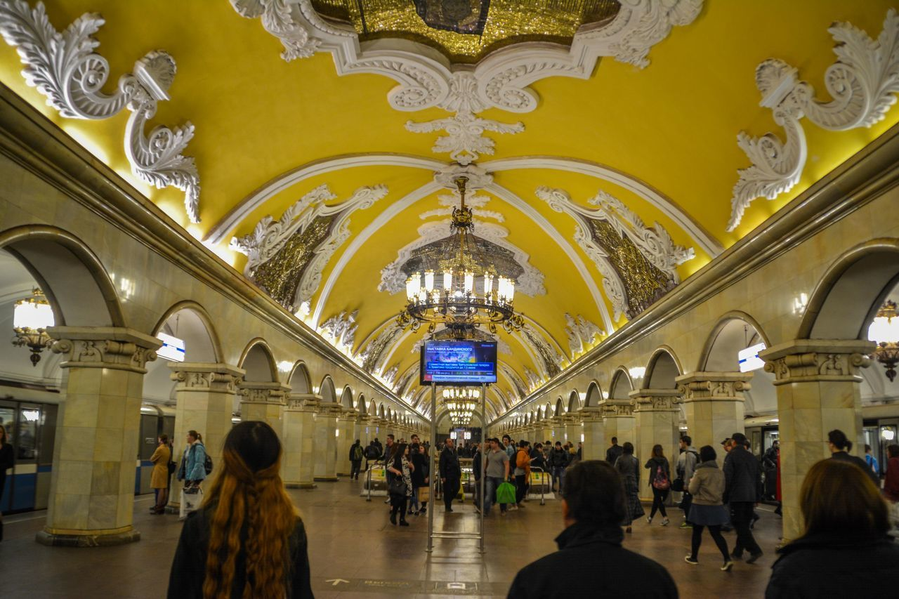 travel, real people, indoors, arch, lifestyles, men, large group of people, built structure, leisure activity, tourism, walking, women, architecture, railroad station, day, people