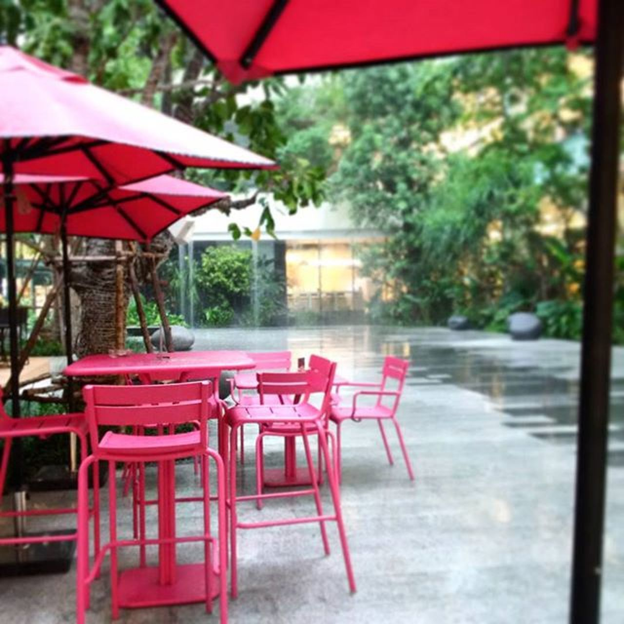 It's such a raining day :) Life is about lives in where you comfortable Love to spend with someone worth it Someone is worth that the one you can waiting for Love Lifekeepsgoing Kanchyslife Lifestyle Allaboutpink Pink Paris Cafe Pastry Lovelikecandy