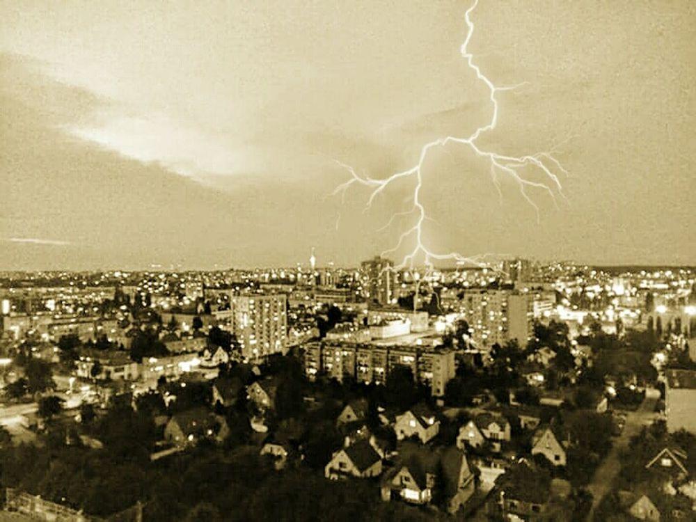 Architecture Illuminated Power In Nature Built Structure Poland 💗 Polska Poland Polskajestpiekna Poland Gdańsk Samsung A5 Gdansk Gdansk (Danzig) Gdansk 2016 Samsung Galaxy A5 Polish City Gdańsk 👌🏼Storm Cloud Building Exterior Night Forked Lightning Nature No People