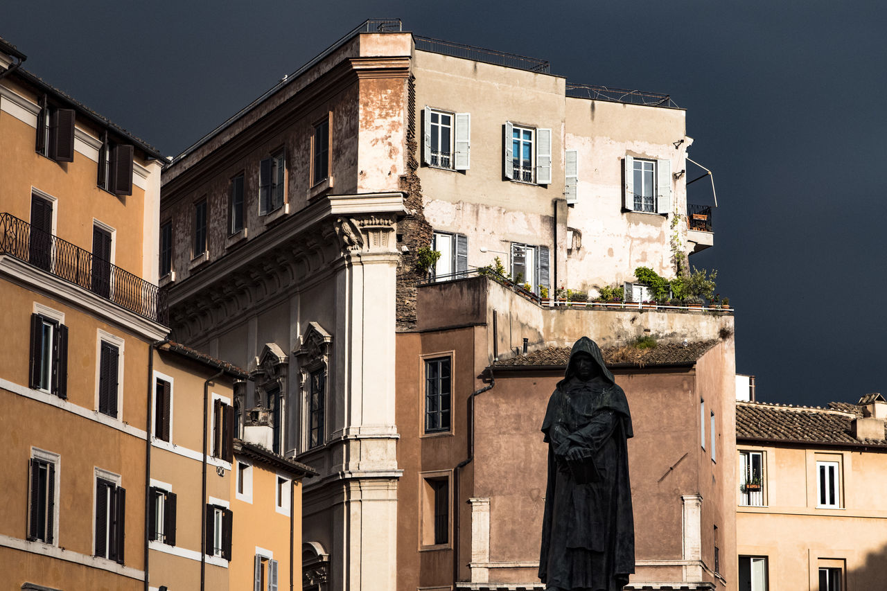Architecture Building Building Exterior Built Structure Campo De' Fiori Campo Dei Fiori City City Life Day Giordano Bruno Outdoors Roma Rome Sky Street Photography Streetphotography Everybodystreet Street Photography No People