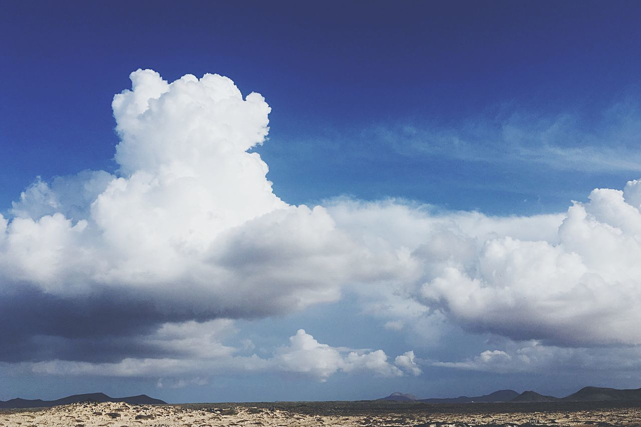 Sky Cloud - Sky Nature Beauty In Nature Outdoors Scenics Tranquility Day No People Landscape Blue