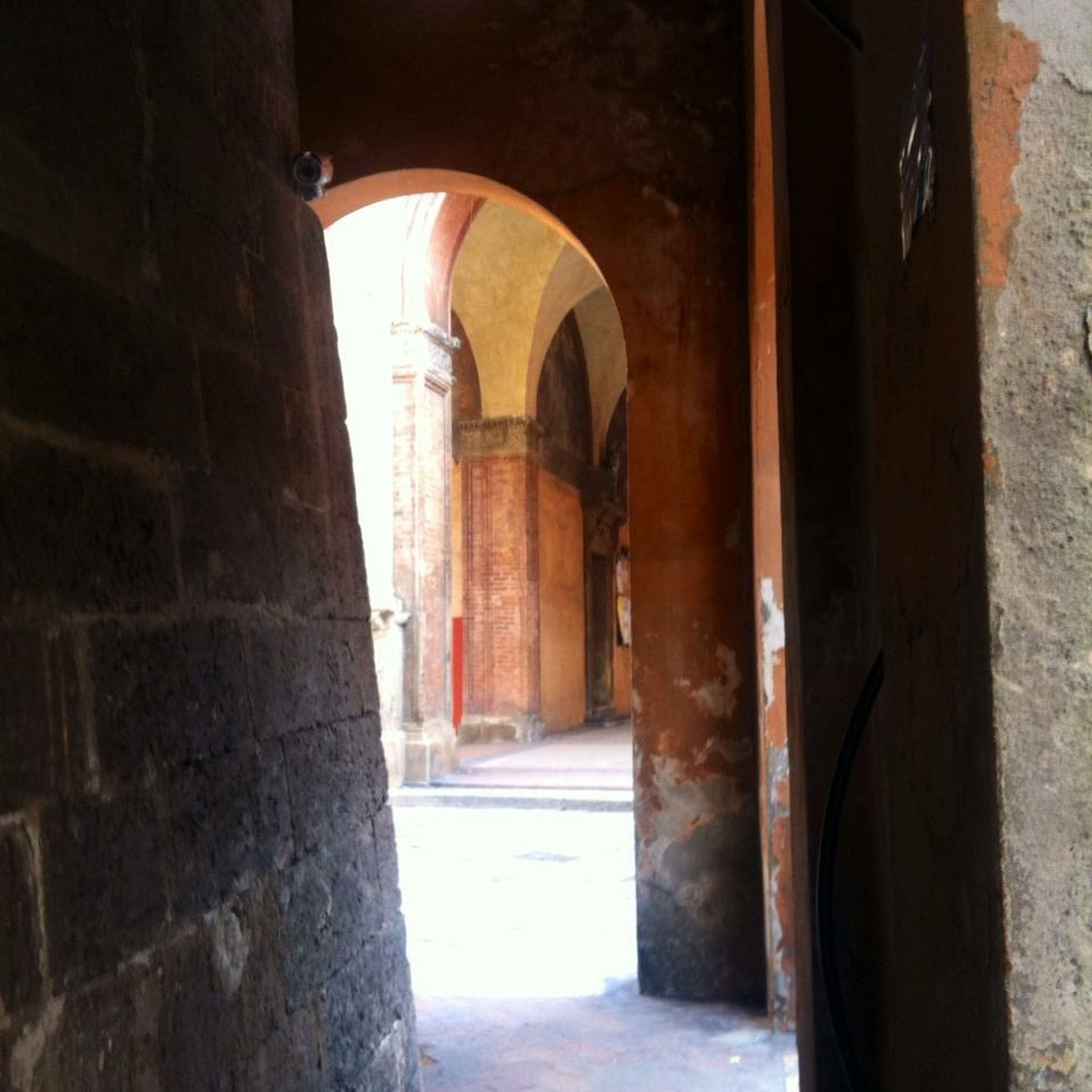 architecture, built structure, arch, building exterior, the way forward, archway, old, indoors, building, narrow, history, entrance, door, corridor, wall - building feature, alley, day, sunlight, doorway, stone wall