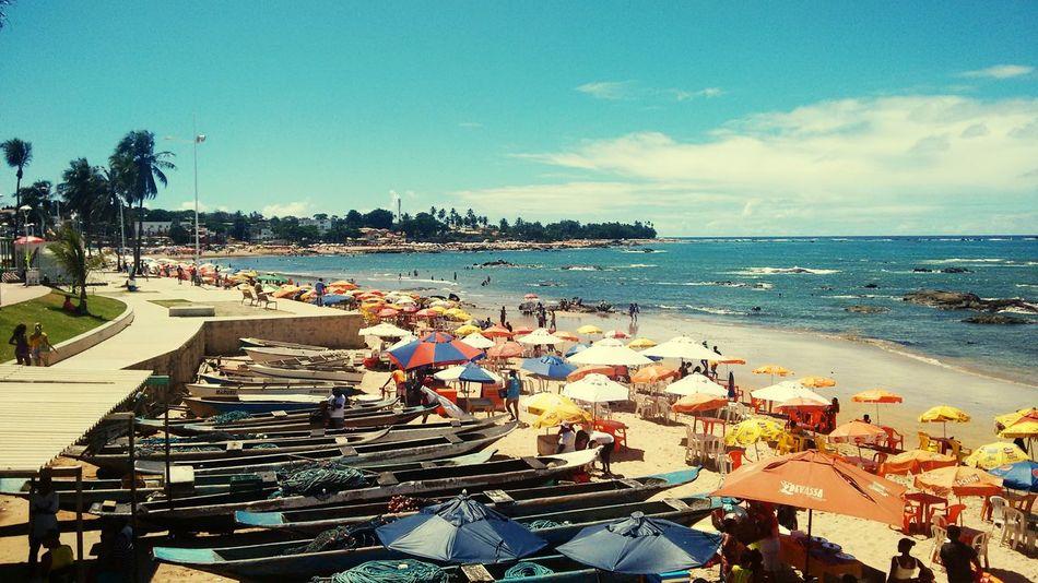 Todo o charme de Itapuã. Salvador Bahia Praiadeitapuan Domingo ❤ Sunday Morning Itapuanbeach Beachphotography On The Beach Sunday Hot Day
