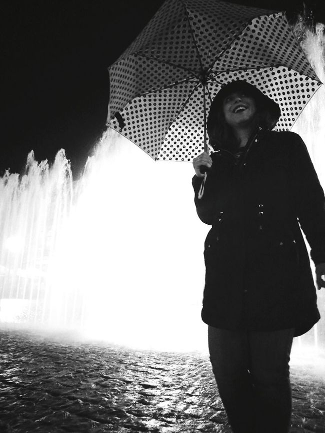 Woman Who Inspire You Portait Headshot Young Adult Black And White Focus On Foreground CaptureTheMoment Fountain Night Photography Human Face Smile Night Lights Nightshot Night Life Hapiness My Point Of View Friendship Full Frame EyeEm Human Hair Beauty Cobblestone
