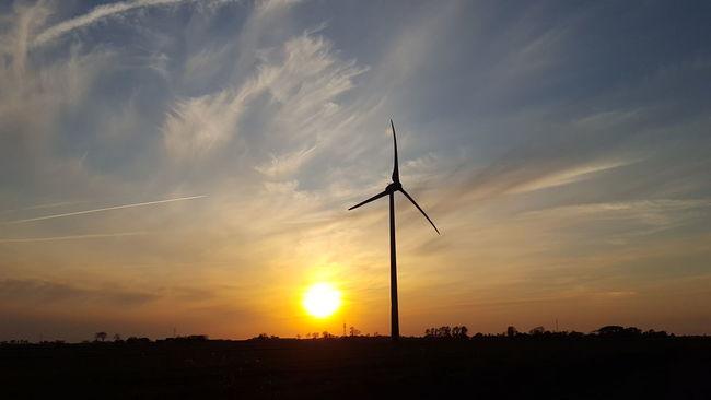 Sonnenuntergang Sun Sunset Sunset_collection Sunset Silhouettes Sunsets Sonne Windrad Windmill Wind Turbine Wind Power Orange Nordfriesland Eiderstedt Schleswig-Holstein Deutschland Germany German Skyporn Sky And Clouds Sky