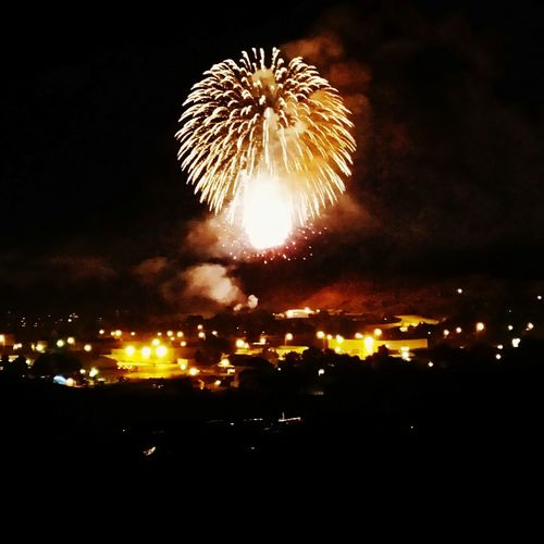 Fireworks BOOM! Shimmery Shimmery Light Fireworks Overtown Overlooking Scenic Scenicview Bang Fizzle Watching