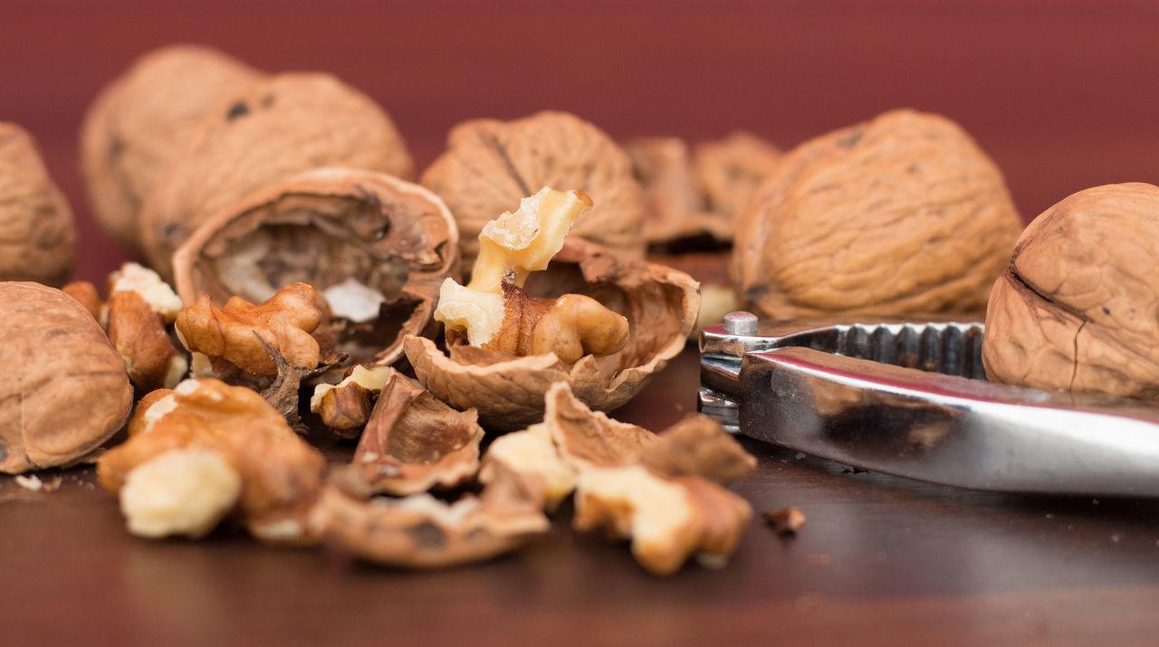 Brown Cracked Fragments Nut - Food Nutshell Nutshells Walnut Warm Light