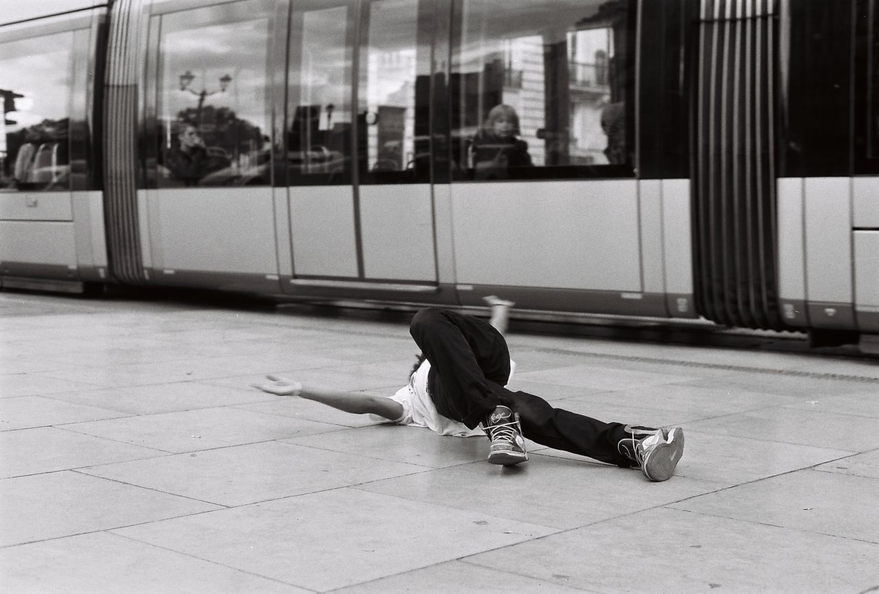 35mm Film Analogue Photography Blackandwhite Bordeaux Dancer Film Photography Filmisnotdead Fujifilm HipHop Ishootfilm Minolta Noir Et Blanc Streetphoto_bw Streetphotography Tramway