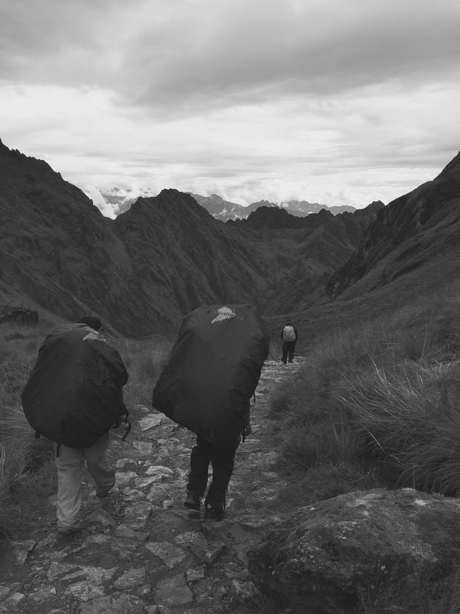 Enjoying Life Hikingadventures Outdoor Naturelovers Inca Trail Peru Inca Warrior Challenge The Great Outdoors - 2016 EyeEm Awards Hiking on the ancient inca trail to Machu Picchu Taking Photos Black & White B&w Adventure Club Gadventures