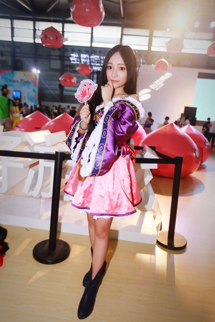 Chinajoy 2016, 最善良的SG,拍照流汗时汗水流进眼睛里了,她还会主动过来用扇子帮你扇风,很善良也很漂亮的MM! Chinajoy Girl 美女