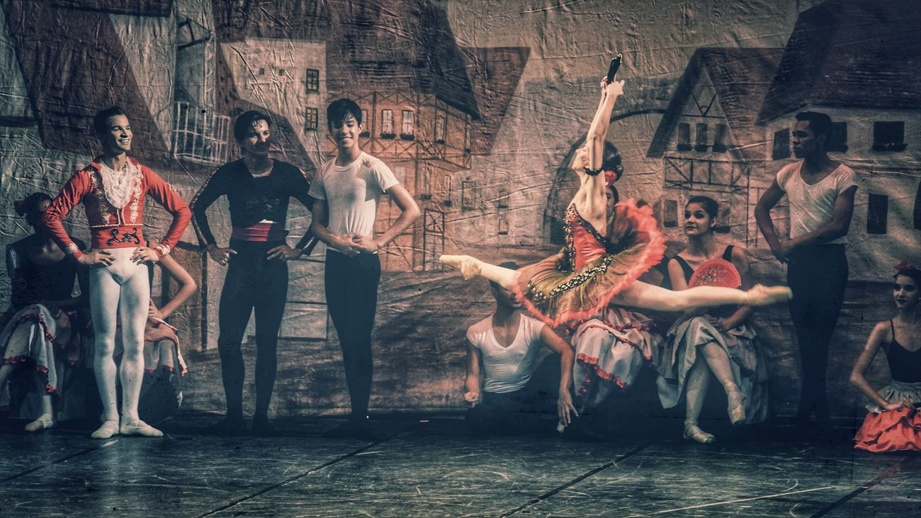 EyeEmNewHere Dancing Women Celebration People Full Length Party - Social Event Simanovic Arts Culture And Entertainment Dancing Tvminuto Eye4photography  Popular HDR Hello World Ballet Class Balletdancer Ballett Ballet Dancer Ballet ❤ Ballerine Ballerina Bailarina Bailando Ballerinas