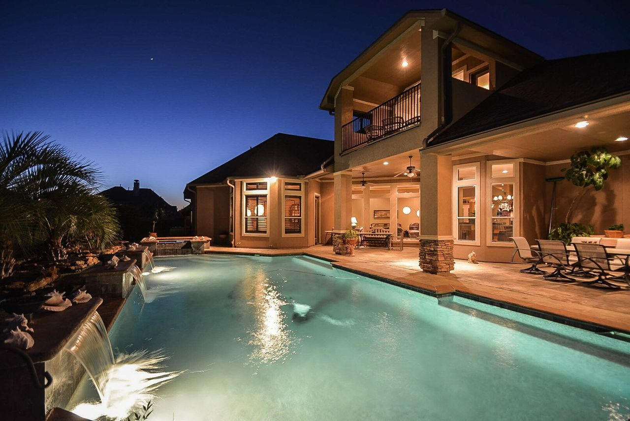 Real Estate Photography Shot with Nikon D7100 Follow me also on: Twitter, Snapchat, 500px: @lgurdanetah Real Estate Home House Pool Nightshot Night Photography Luxury Living Texas Katy