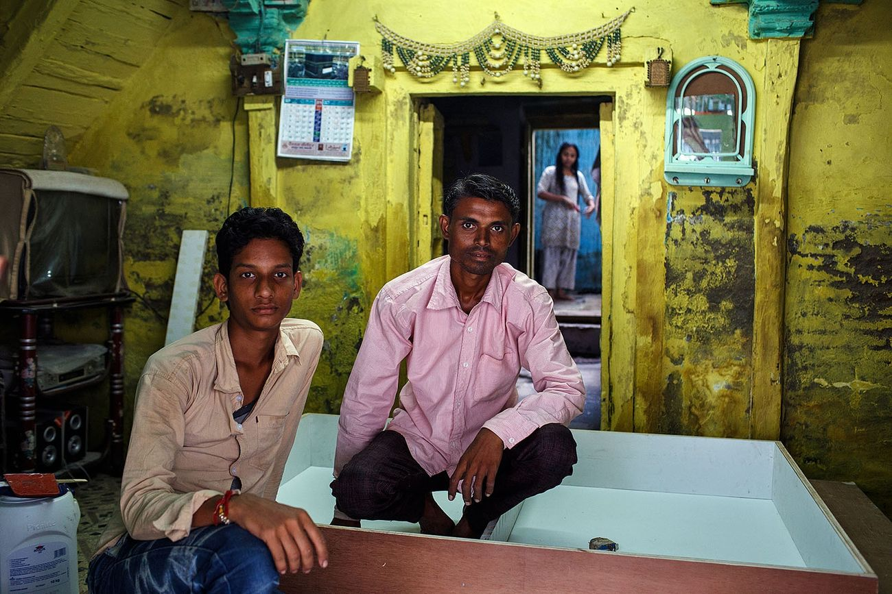 A double portrait in a yellow room of an old house in Maheshwar, India. India Maheshwar Travel Travel Photography Yellow Portrait People And Places