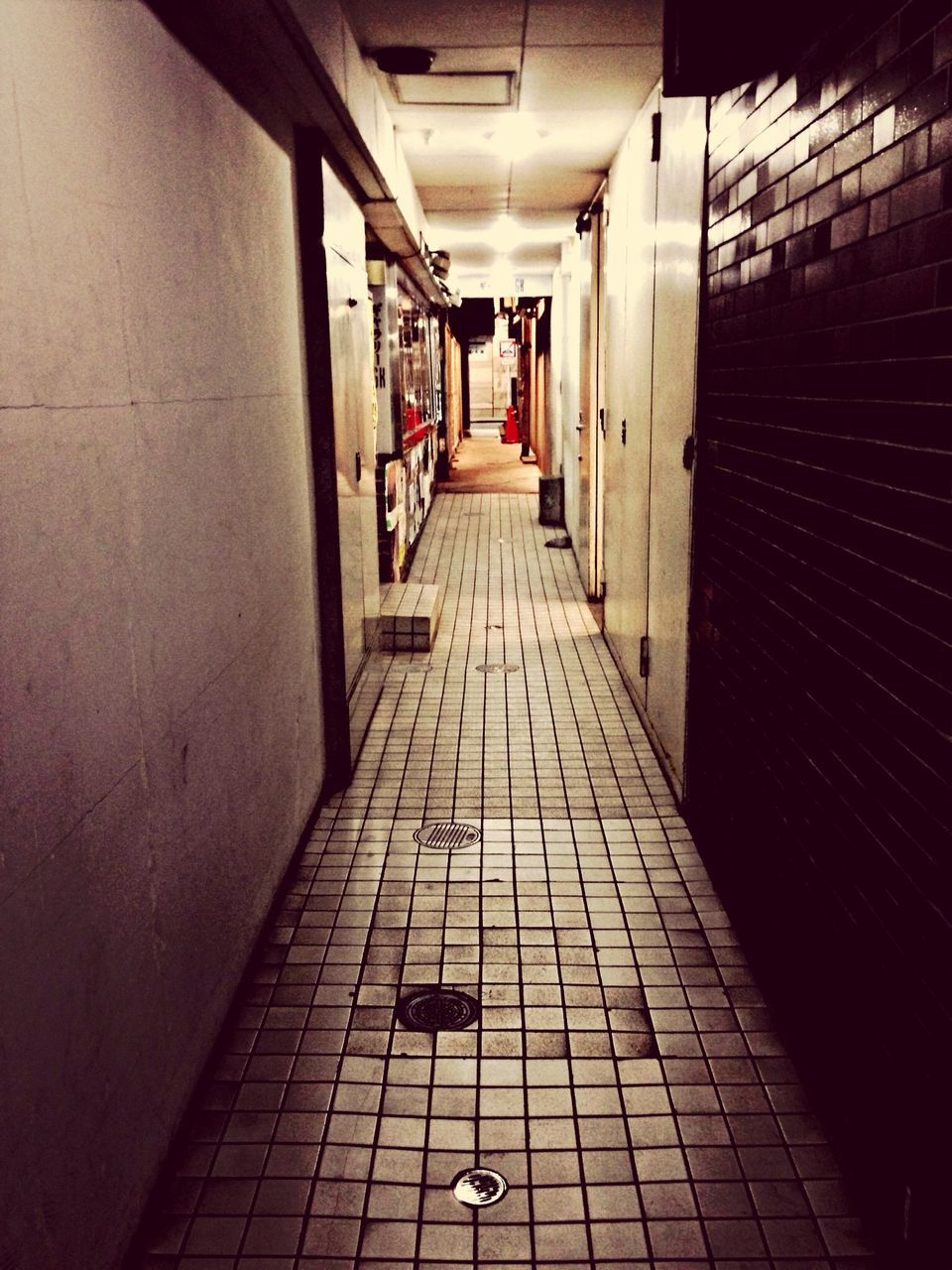 indoors, the way forward, corridor, architecture, built structure, no people, day